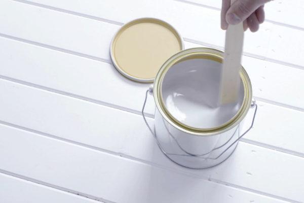 Wat voor soort chemicaliën zitten er in verf?